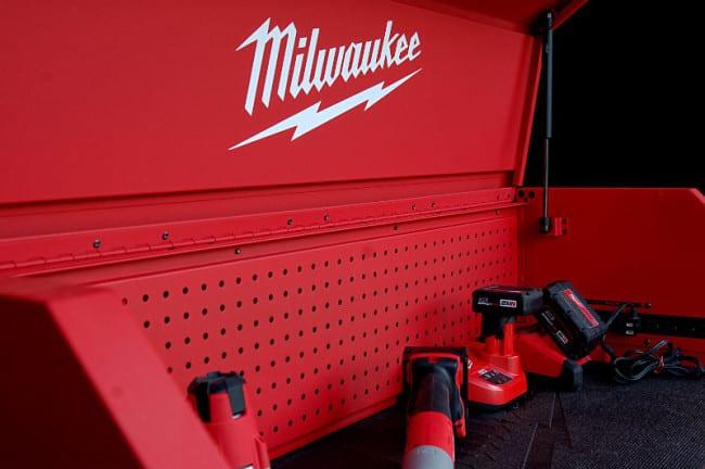 Milwaukee 46 Inch Tool Chest 48-22-8510 Metal Peg Wall