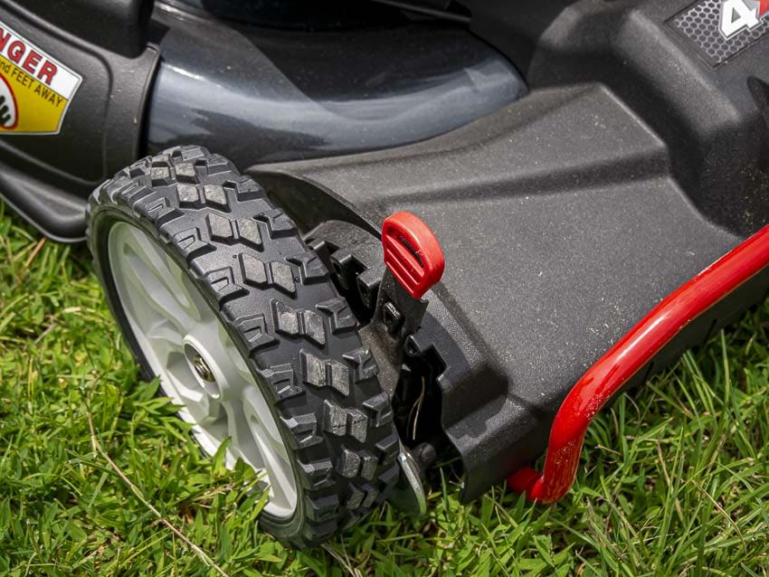 Best Lawn Mower Self-Propelled Review: Head-to-Head Battle
